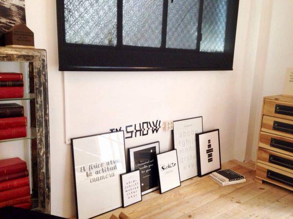 Conjunto de láminas en el taller - Ilustración